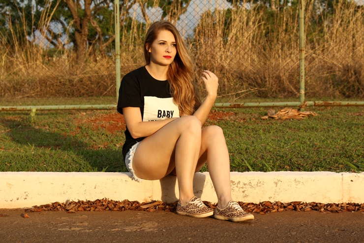 short jeans e camiseta look yoins